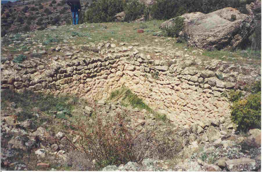 El aljibe en lo más alto de Molina la Vieja.