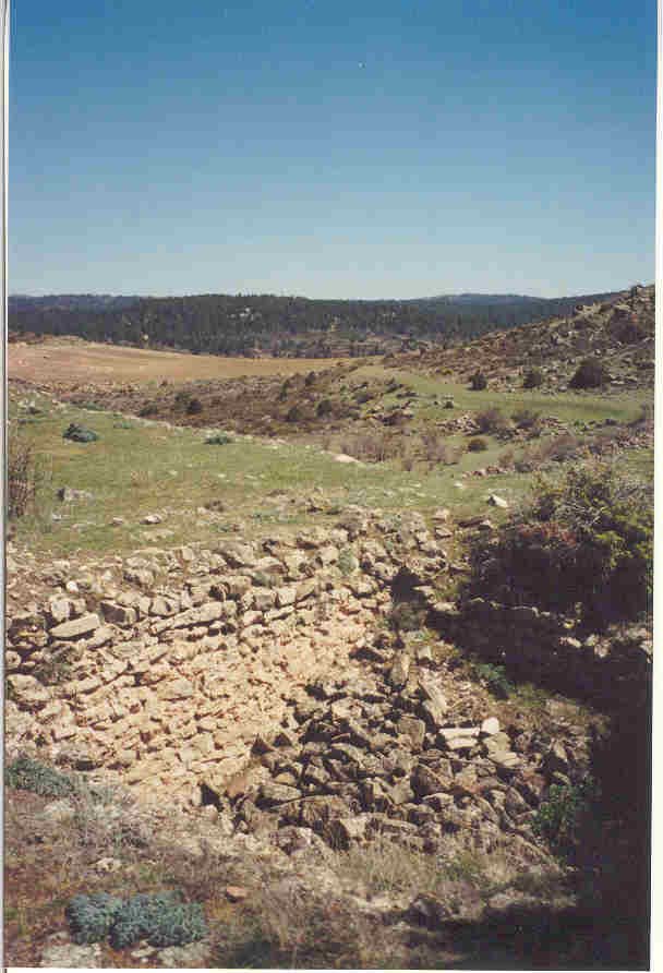 Pulsa aquí para ver lo que queda del aljibe en lo alto de Molina la Vieja.